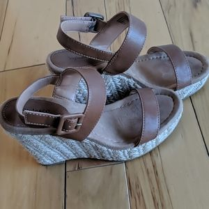 Wedges brown straps